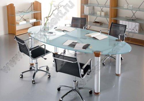 Стеклянный стол для переговоров